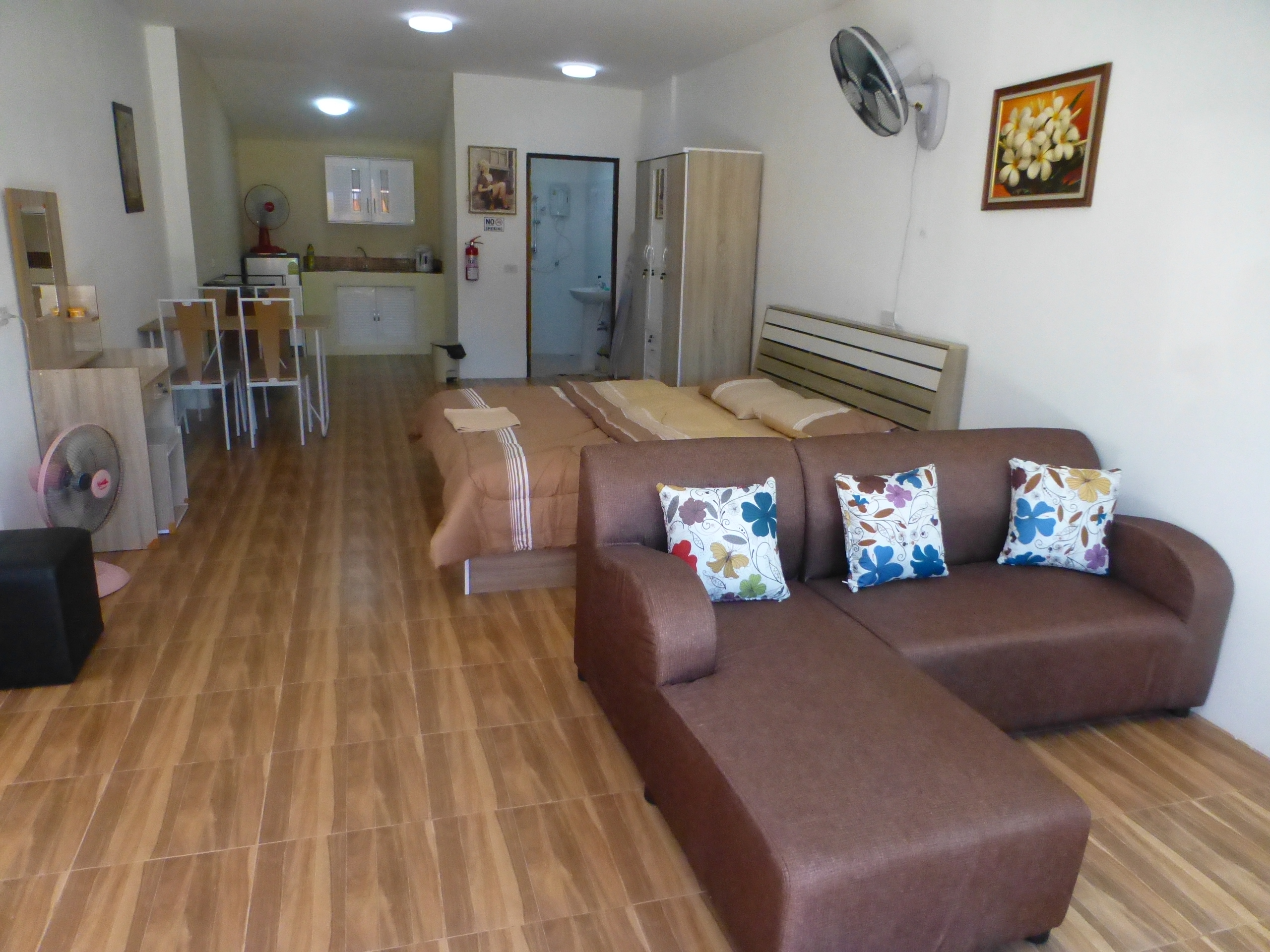 UdonThani Apartments with lots of room to move 399 baht per night  0868 592 986