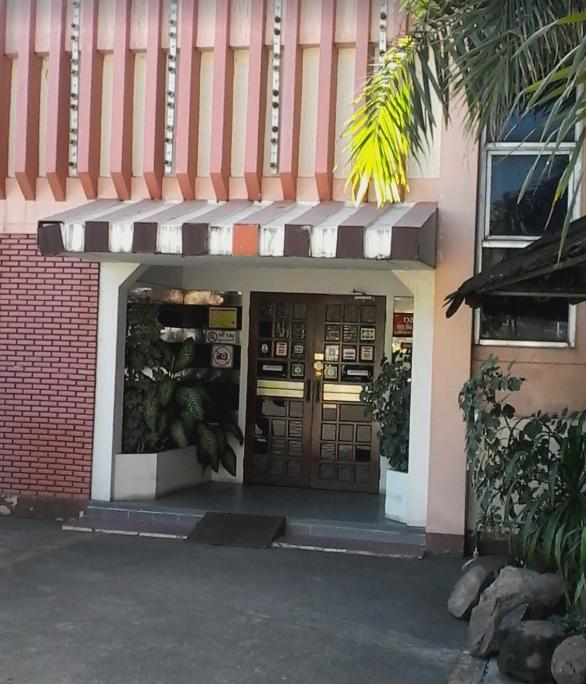 Oscars shop front