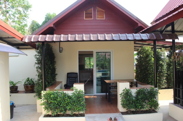 UdonThani pool villa Rentals 1,2,3 bedroom units  Prices from 699 baht per day.  www.leeyaresort.com